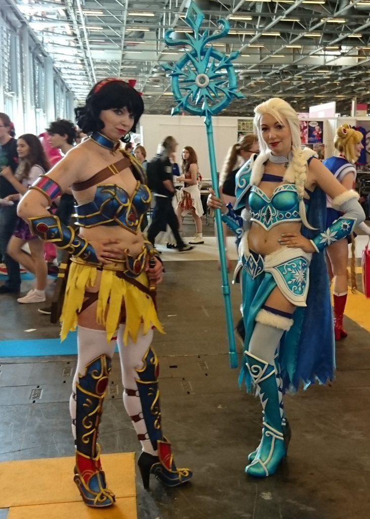Mon cosplay préféré de la journée : Blanche Neige et Elsa version guerrière !